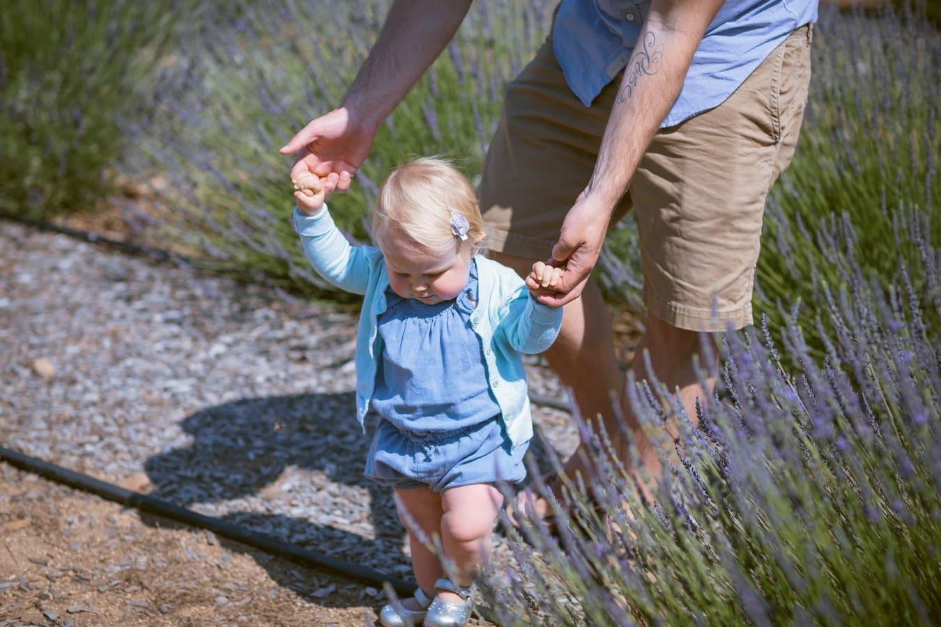 Come-insegnare-a-camminare-ad-un-bambino