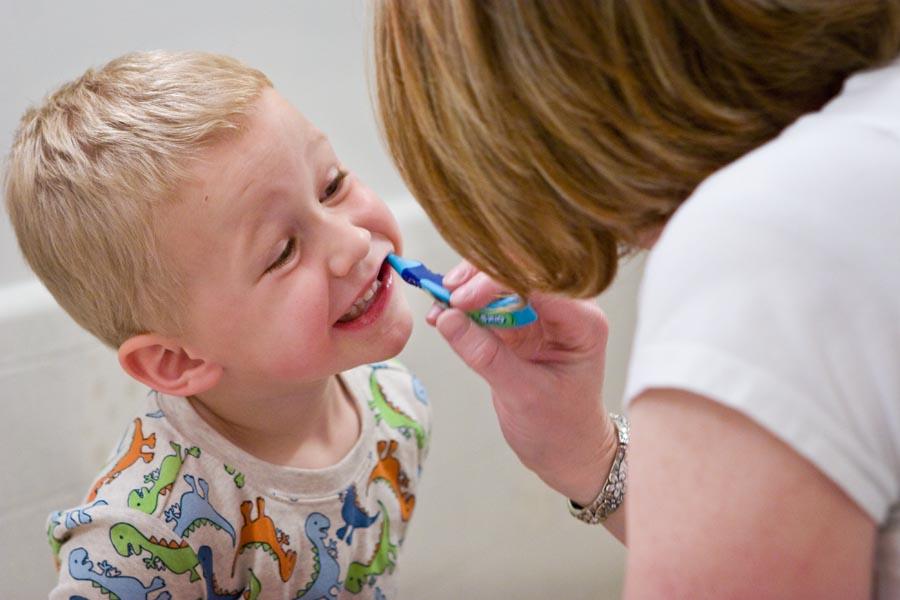 Come-lavare-i-denti-dei-bambini